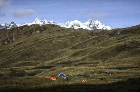 Notre camp en contrebas de la crête de Yaino -