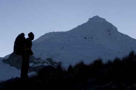 L'aube se lève sur le Tocclaraju (6034 m) - Pérou -