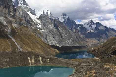Succession de lagunes dans la vallée Siula - Cordillère Huayhuash - Pérou -