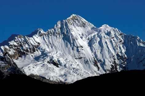 Vue sur le Paqcharaju (5751 m) en montant au col Tocclaraju (5050 m) - Pérou -