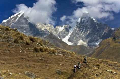 Vue sur le Jirishanca (6094 m), le Yerupaja Chico (6089 m), le Yerupaja (6617 m) et le Siula Grande (6344 m) - Pérou -