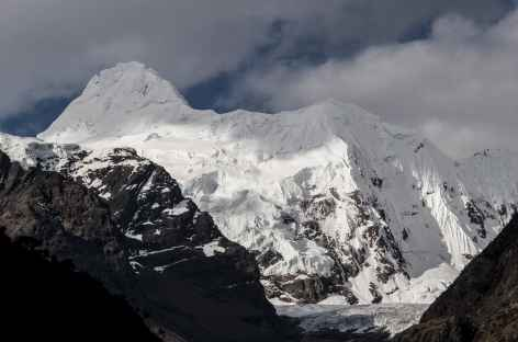 En descendant dans la quebrada Cayesh - Pérou -