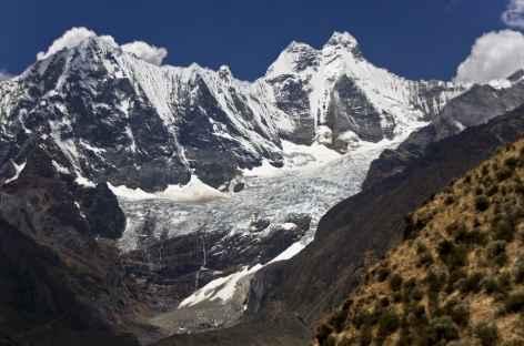 Face aux hauts sommets de la Cordillère Huayhuash - Pérou -