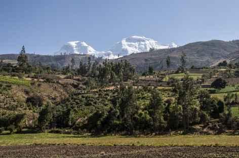 Vue sur les 2 sommets du Huascaran depuis la Cordillère Noire - Pérou -