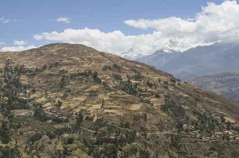 Vue sur les cordillères Noire et Blanche depuis la vallée de Huaraz -