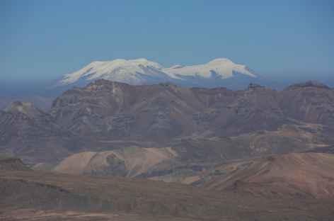 Belle vue sur les volcans enneigés de la Cordillère Volcanique - Pérou -