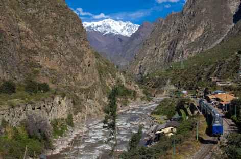 En train dans la vallée de l'Urubamba - Pérou -