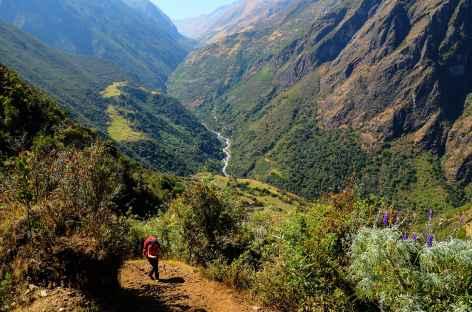 Marche au-dessus de la rivière Yanama - Pérou -