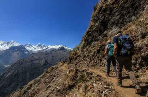 Derniers efforts avant l'arrivée au col San Juan (4120 m) - Pérou -