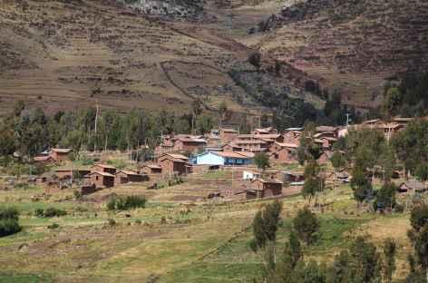 Entre Patabamba et Huchuy Qosqo, le village de Pukamarka - Pérou -