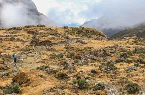 Magnifique chemin inca en descendant vers Huancacalle - Pérou -