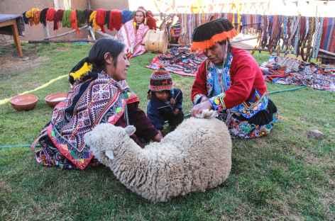 Rencontre dans le village de Patabamba - Pérou -
