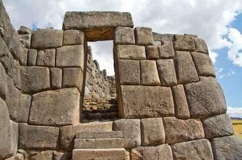 Superbe mur inca à Sacsayhuaman - Pérou -