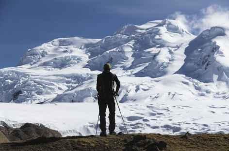 Pause contemplative face aux nevados Chumpe - Pérou -