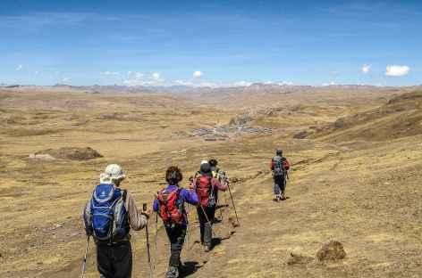 Marche vers le village de Phinaya - Pérou -