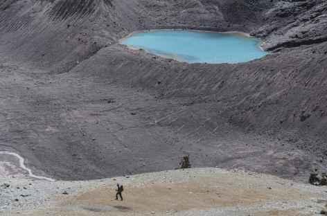 Montée au-dessus de la lagune Osjollo Ananta - - Pérou -