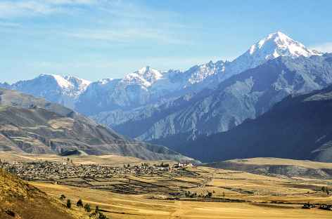 Panorama sur la Vallee Sacrée -