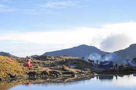 Camp au bord de la lagune Suyrococha - Pérou -