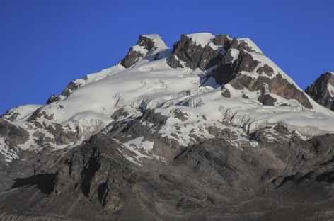Le beau sommet dominant le col Jampa - Pérou -