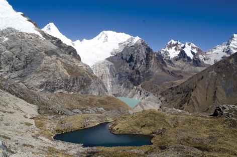 Dans la montée du col Gara Gara - Pérou -