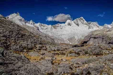 Belle vue sur les Santa Cruz en montant au col Osoruri - Pérou -