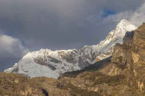 Beau sommet depuis notre camp à Ocshapampa - Pérou -