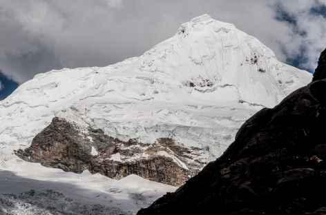 Le Tocclaraju (6034 m) depuis le refuge Ishinca - Pérou -