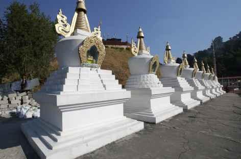 Chortens blancs près de Tashigang - Bhoutan -