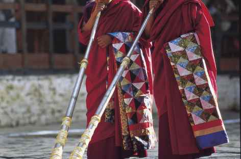 Moines aux trompes - Bhoutan -