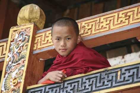 jeune moine au balcon - Bhoutan -