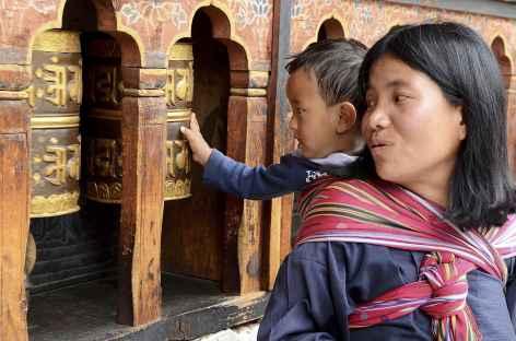 On tourne les moulins dès le plus jeune age - Bhoutan -
