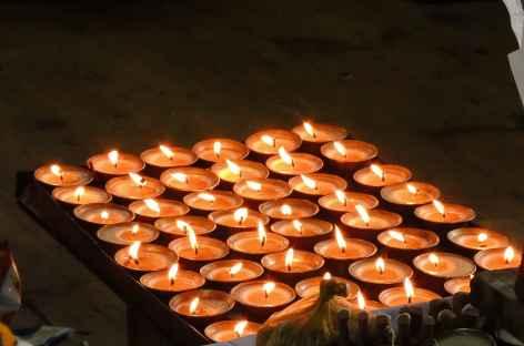 Lampes à beurre au monastère  - Bhoutan -