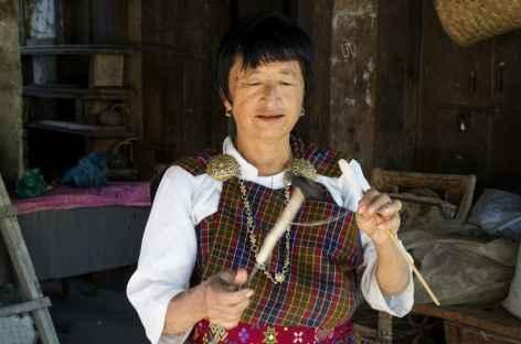 Filage des cocons de soie - Bhoutan -