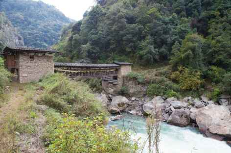 Chemin en aval du dzong de Trongsa -