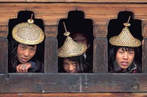 Jeunes filles de Laya avec leurs jolis chapeaux de bambou - Bhoutan -