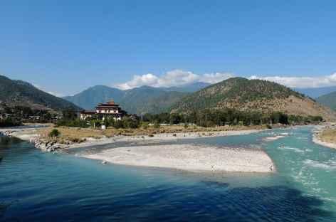 Le dzong de Punakha aux confluences des rivières Po Chu et Mo Chu - Bhoutan -