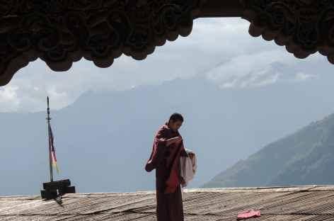 Séchage du linge sur les toits du Dzong  - Bhoutan -