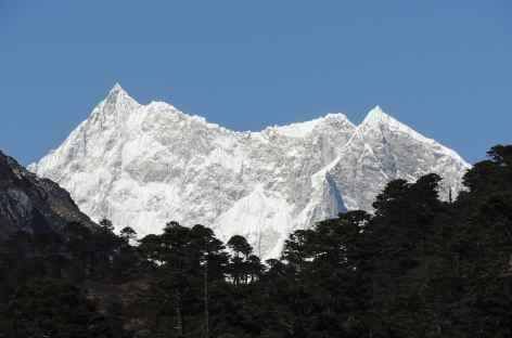 Première vue sur le Kangar Punsum  - Bhoutan -