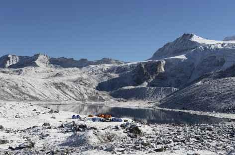 Camp de Tsochena après une nuit de neige - Bhoutan -