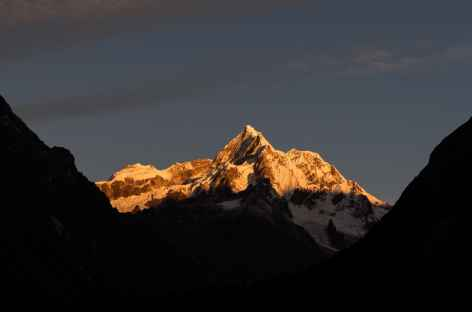 Le Tsenda Kang au lever du soleil depuis Tarina - Bhoutan -