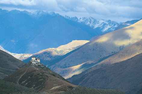 Première vision du dzong de Lingshi - Bhoutan -
