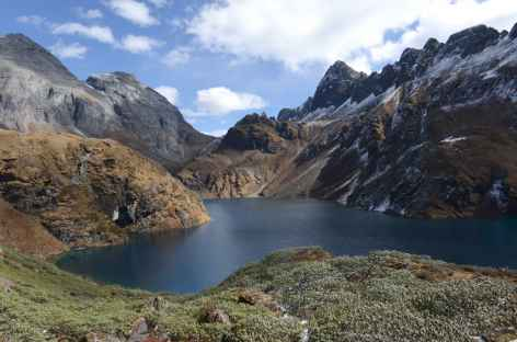 L'autre rive du lac Omte tso - Bhoutan -