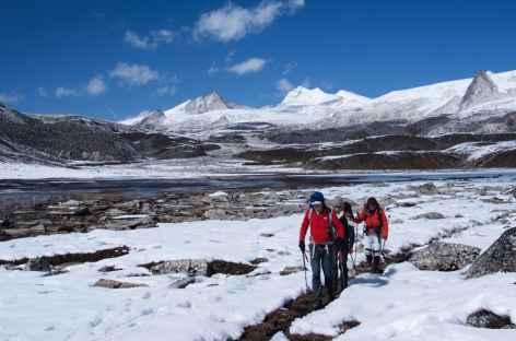 Marche après une nuit de neige - Bhoutan -