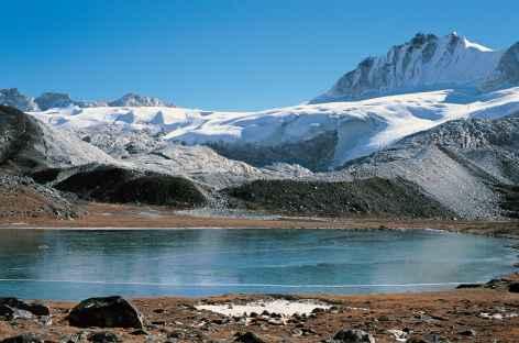 Parmi les derniers lacs d'altitude - Bhoutan -