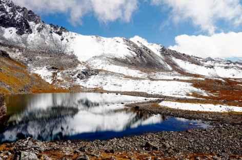 Petit lac sous le Tsome La où les divinités ont horreur du bruit ! Bhoutan -