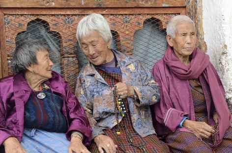 Papotages entre mamies dans la vallée de Haa - Bhoutan -