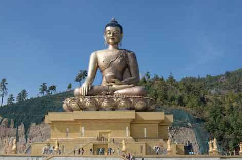 La statue géante de Bouddha (51 m) dominant Thimphu - Bhoutan -