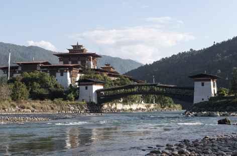 Pont de bois et dzong de Punakha - Bhoutan -