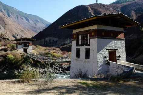 Pont suspendu sur chaînes construit par Thangthong Gyelpo - Bhoutan -