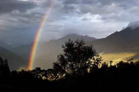 Arc-en-ciel le long de la route - Bhoutan -